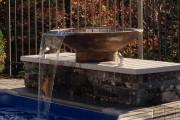 Vase DÉVERSOIR        Création exclusive intégrée à la nouvelle piscine des propriétaires.